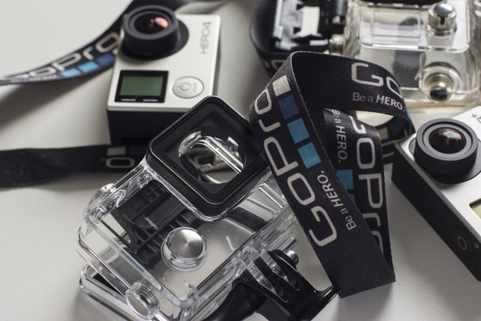 Chọn kích cỡ và trọng lượng của camera dễ đeo hoặc mang theo.