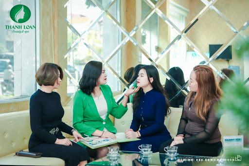 Khách hàng tới Thanh Loan Beauty trải nghiệm dịch vụ Phun Môi