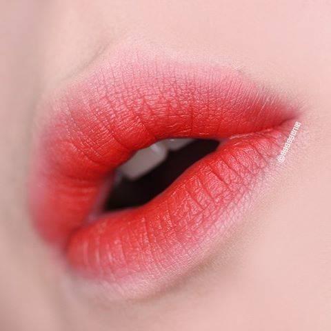 Phun môi màu đỏ anh đào sau bong