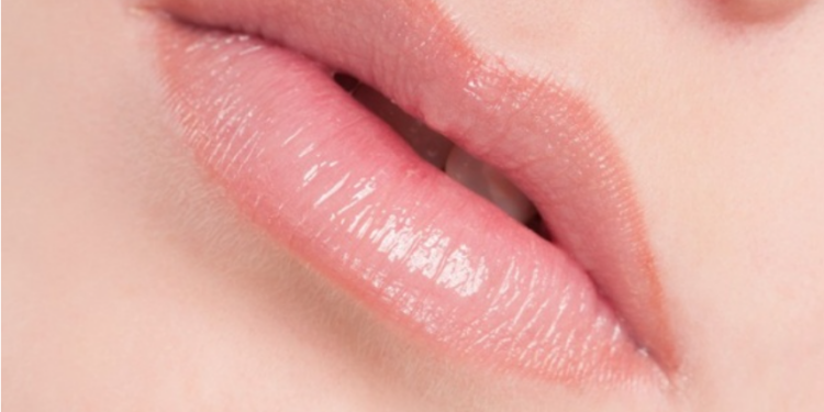 Xăm môi là gì?