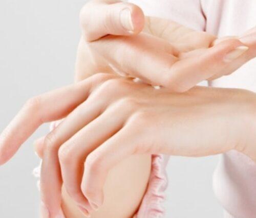 Da tay sẻ mịn màn khi được cấp đủ ẩm