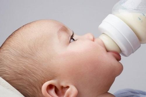 Bú bình sớm mang lại lợi ích cho cả mẹ và bé