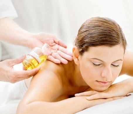 Massage với tinh dầu giúp giảm căng thẳng