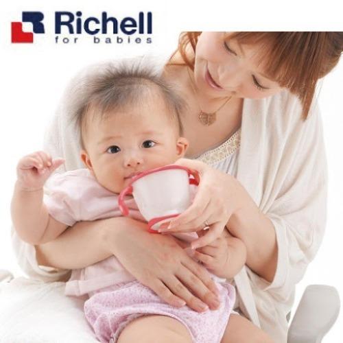 Bình tập uống nước Richell được bán phổ biến tại trang thương mại điện tử