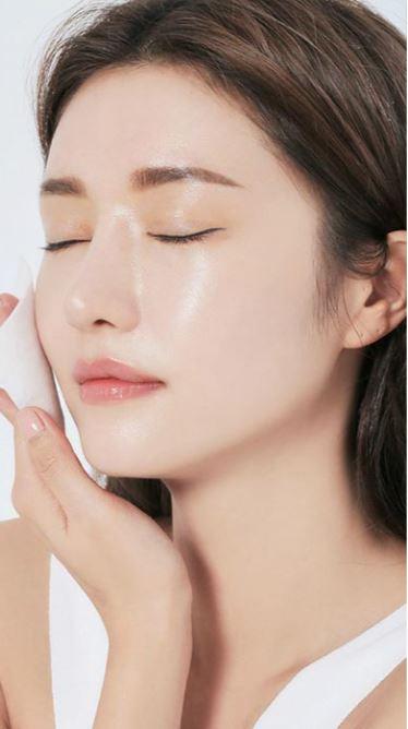 Toner Obagi không chứa cồn, giúp làm sạch và dưỡng ẩm cho da