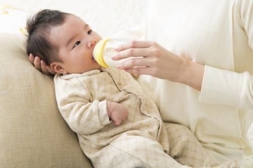 Khuyến cáo chọn loại bình sữa có nguồn gốc xuất xứ rõ ràng, tem mác đầy đủ