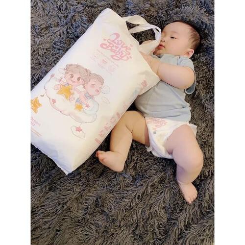 Bỉm được thiết kế nhiều size khác nhau phù hợp với trọng lượng của bé