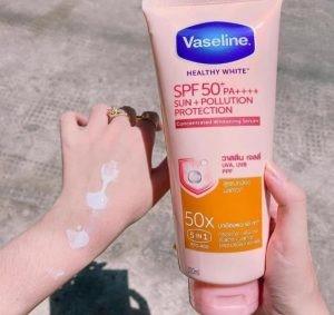 Chất kem lỏng giúp thẩm thấu nhanh và sâu bên trong da