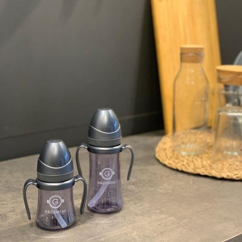 Thiết kế thêm tay cầm và ống hút thông minh giúp con yêu có thể tự cầm bình uống sữa