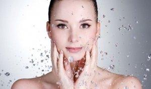 Dưỡng ẩm giúp da khoẻ mạnh, trắng sáng