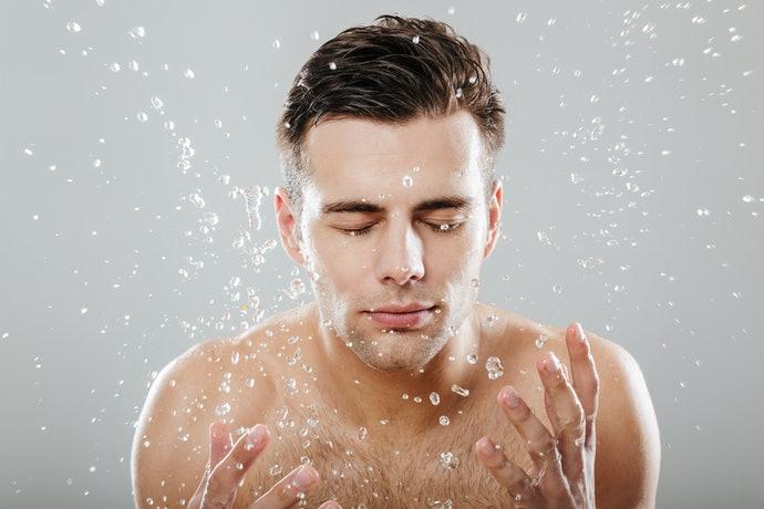 Chọn sữa rửa mặt trị mụn cho nam có chứa thành phần dưỡng ẩm