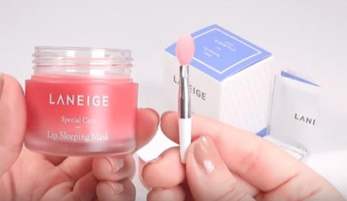Dùng kem ủ cho môi mỗi ngày để có làn môi hồng hào và mềm mại