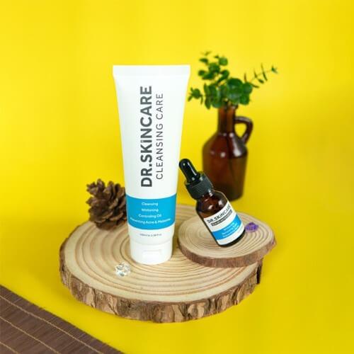 Dùng combo sản phẩm serum và sữa rửa mặt để trị mụn hiệu quả hơn
