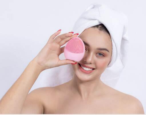 Dùng Dermasonic hàng ngày giúp làm sạch da