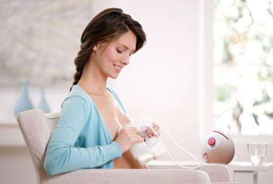 Rozabi Deluxe Plus giúp mẹ bỉm thư giản khi vắt sữa